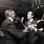 Lando Bartolini singing with men playing violins